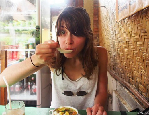 fille qui mange soupe