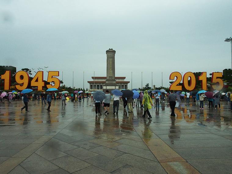 La place tienanmen de Pékin sous la pluie !