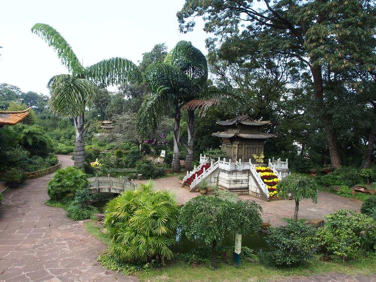 Jardin du temple d'or de Kunming
