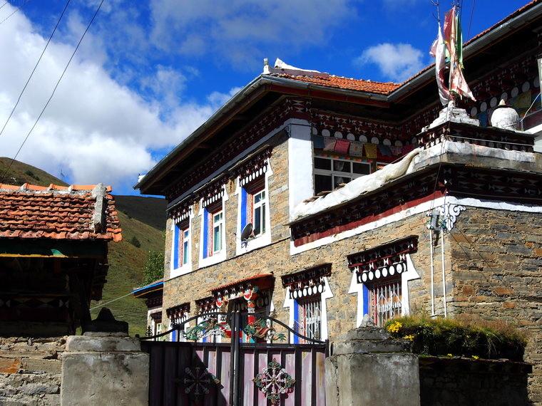 Tibetan house in Tagong