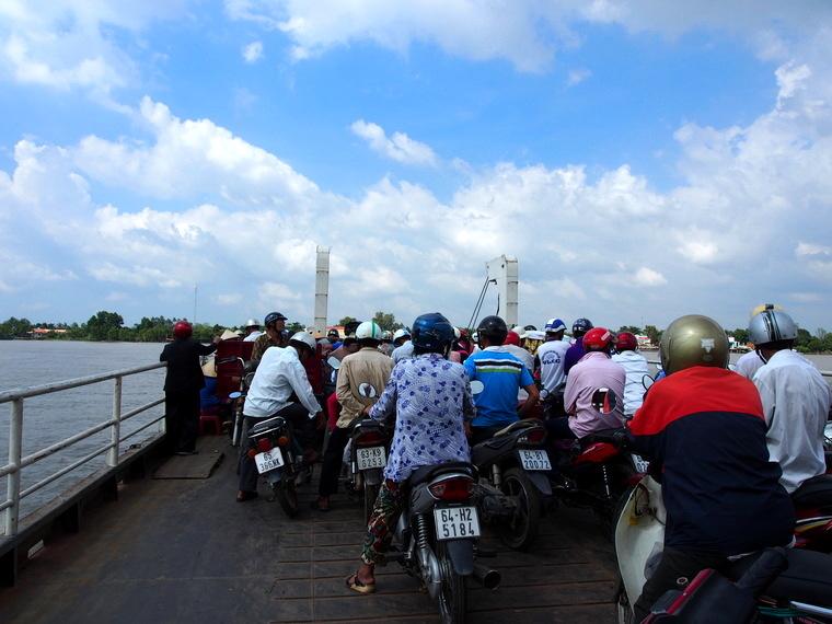 Le ferry pour aller de Vinh Long à Anh bin