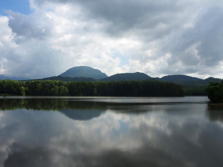 Le lac Ho Thach Ban au Vietnam