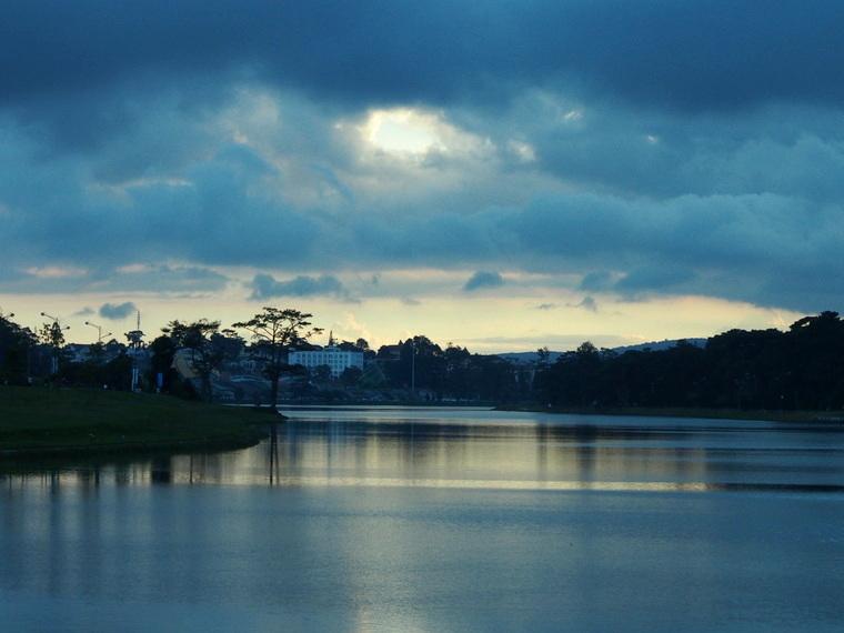 Le Lac Xiuan Huong De La Ville Dalat Vietnam