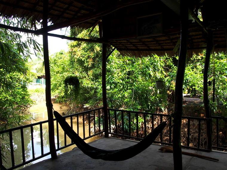 La vue depuis notre homestay sur l'île ! Pépère :)
