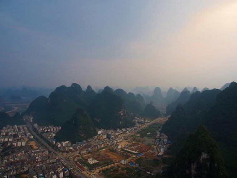 Panorama de Yangshuo ! Vue depuis un pain de sucre