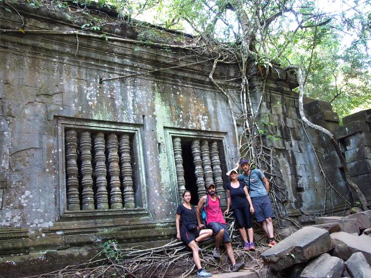 Avec Julie et Adrien au temple Beng Mealea