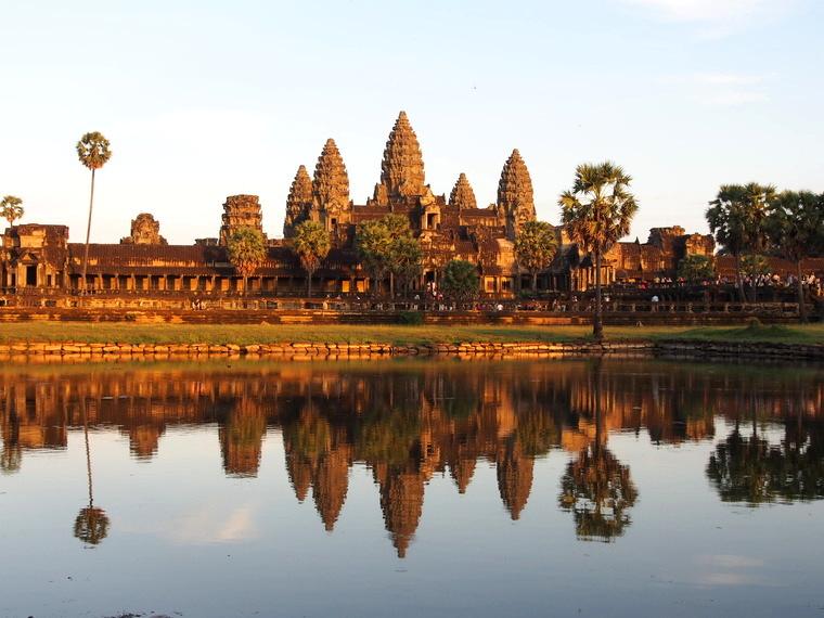 Le soleil se coucher sur Angkor Vat