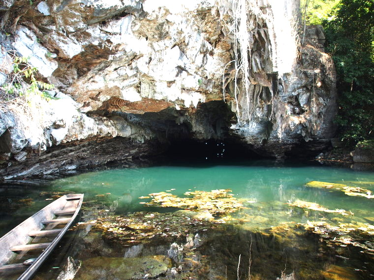 buddha cave thakek laos