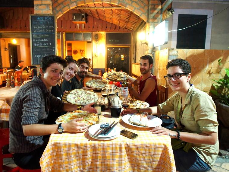 noel pizza vientiane laos