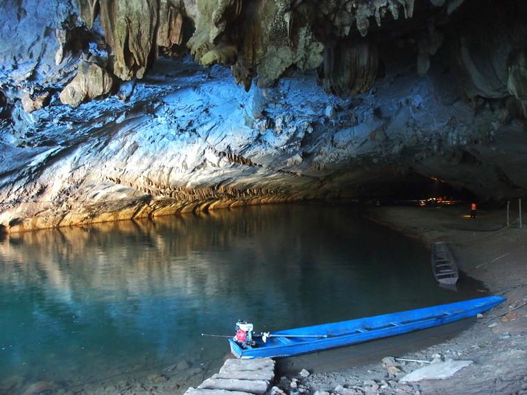 konglor cave laos bateau