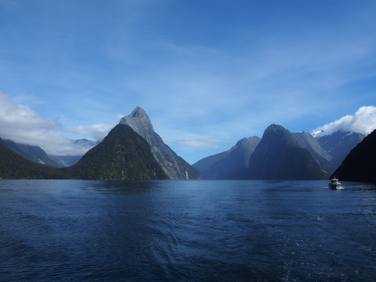 milford sounds fjord nz