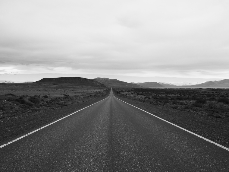 route patagonie noir et blanc